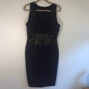 LRK Beautifully fitted purple dress, Sz. 8